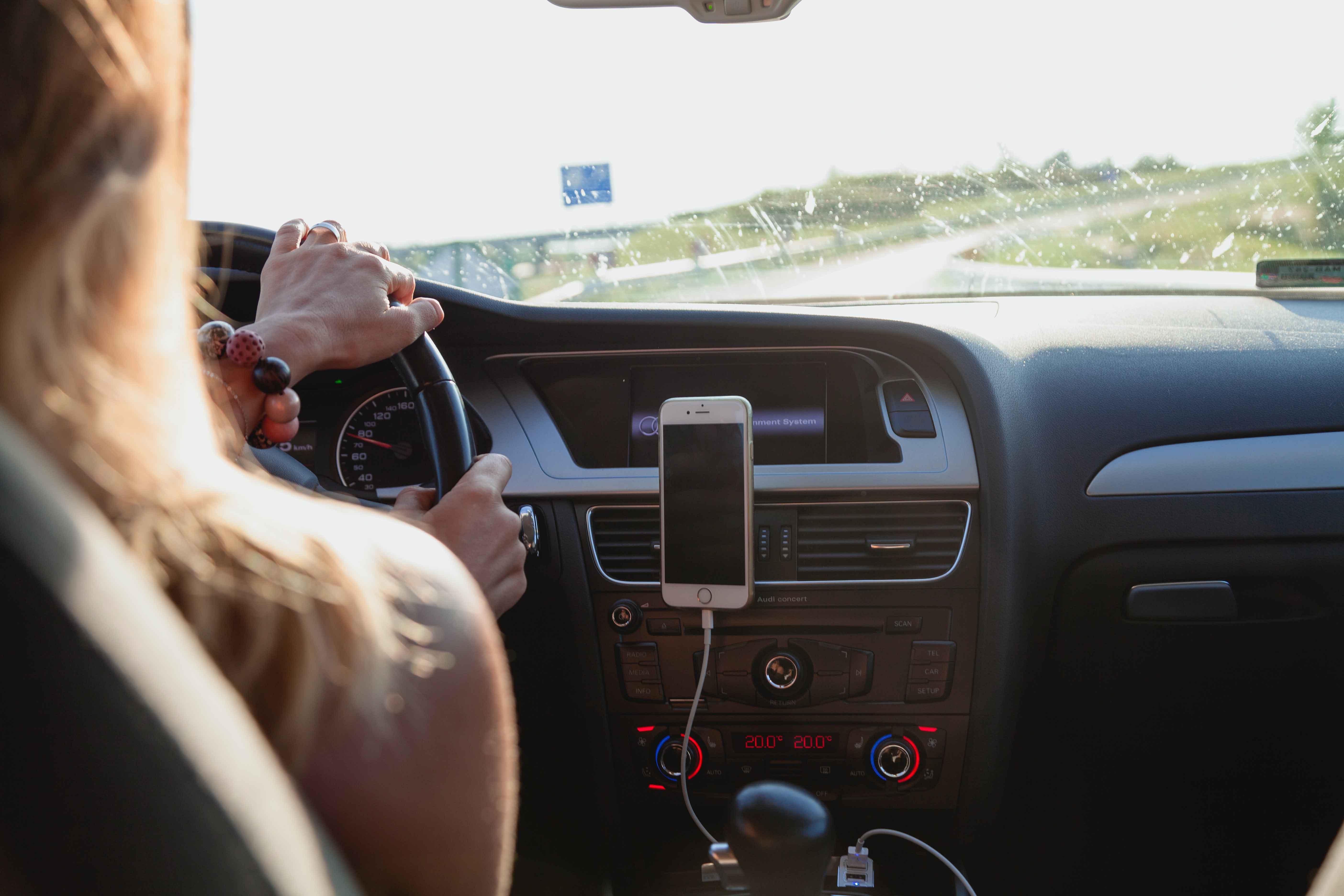 Las mejores listas de canciones para viajar en el coche